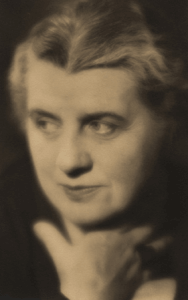Laure-Albin Guillot autoportrait
